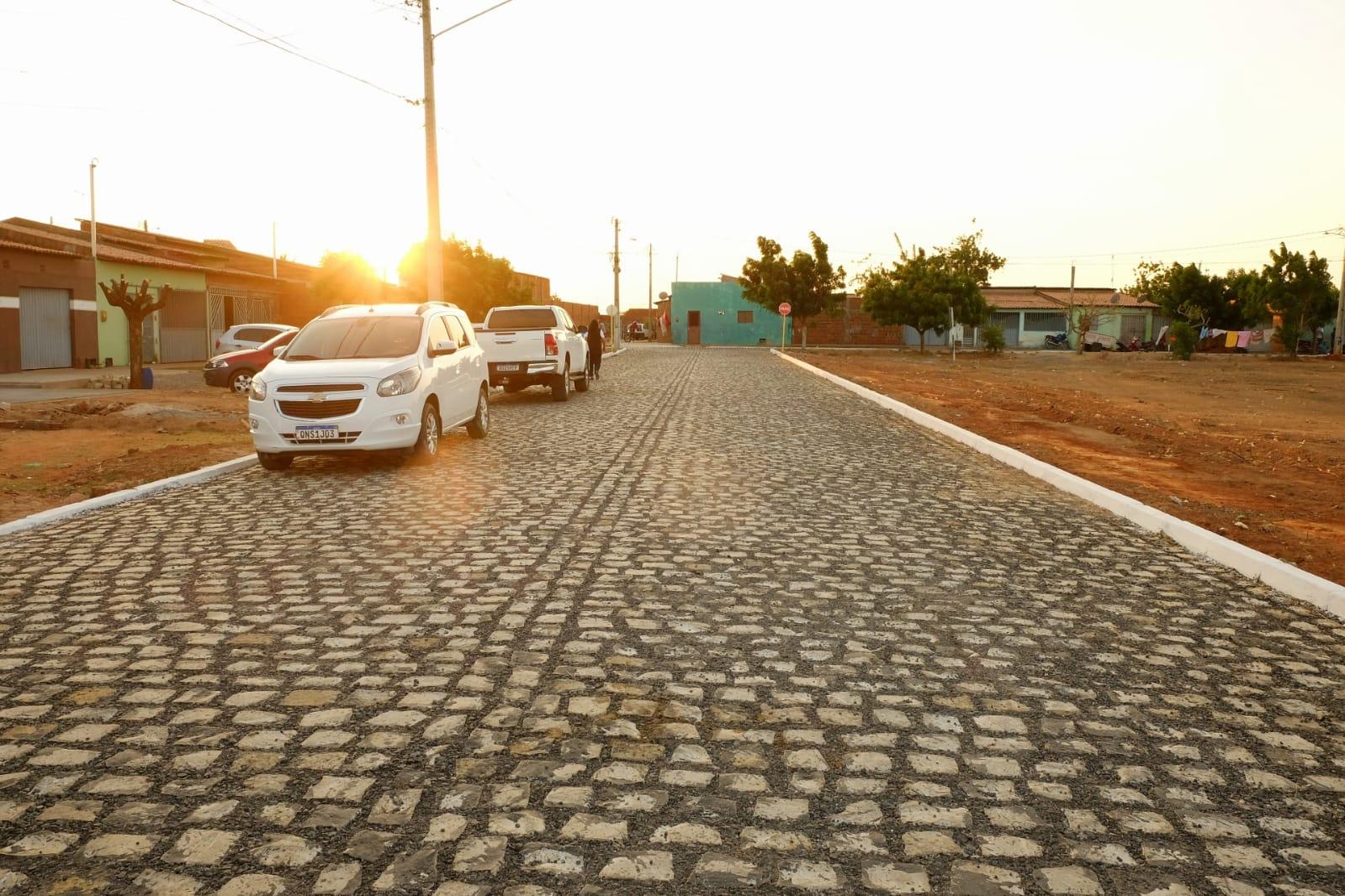 Prefeitura entrega ruas pavimentadas no bairro Belo Horizonte