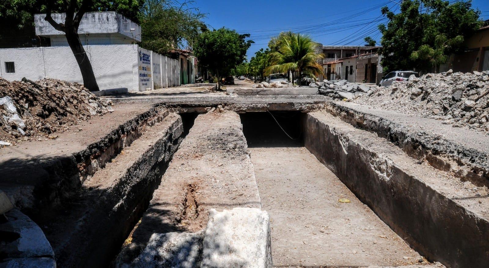 Município promove obras na rua Delfim Moreira com a Marechal Hermes