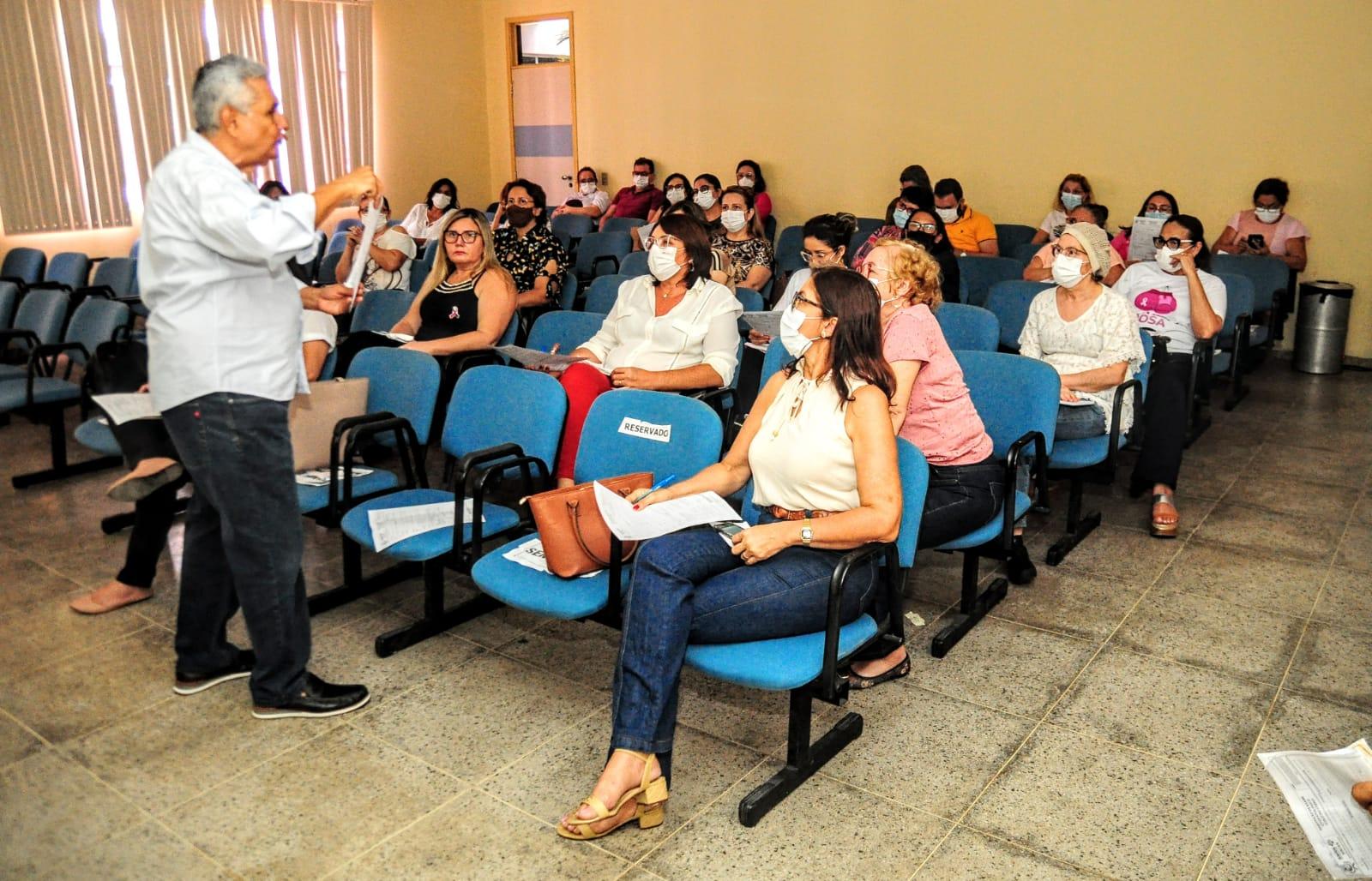 Enfermeiras recebem treinamento para realização de exames nas UBSs