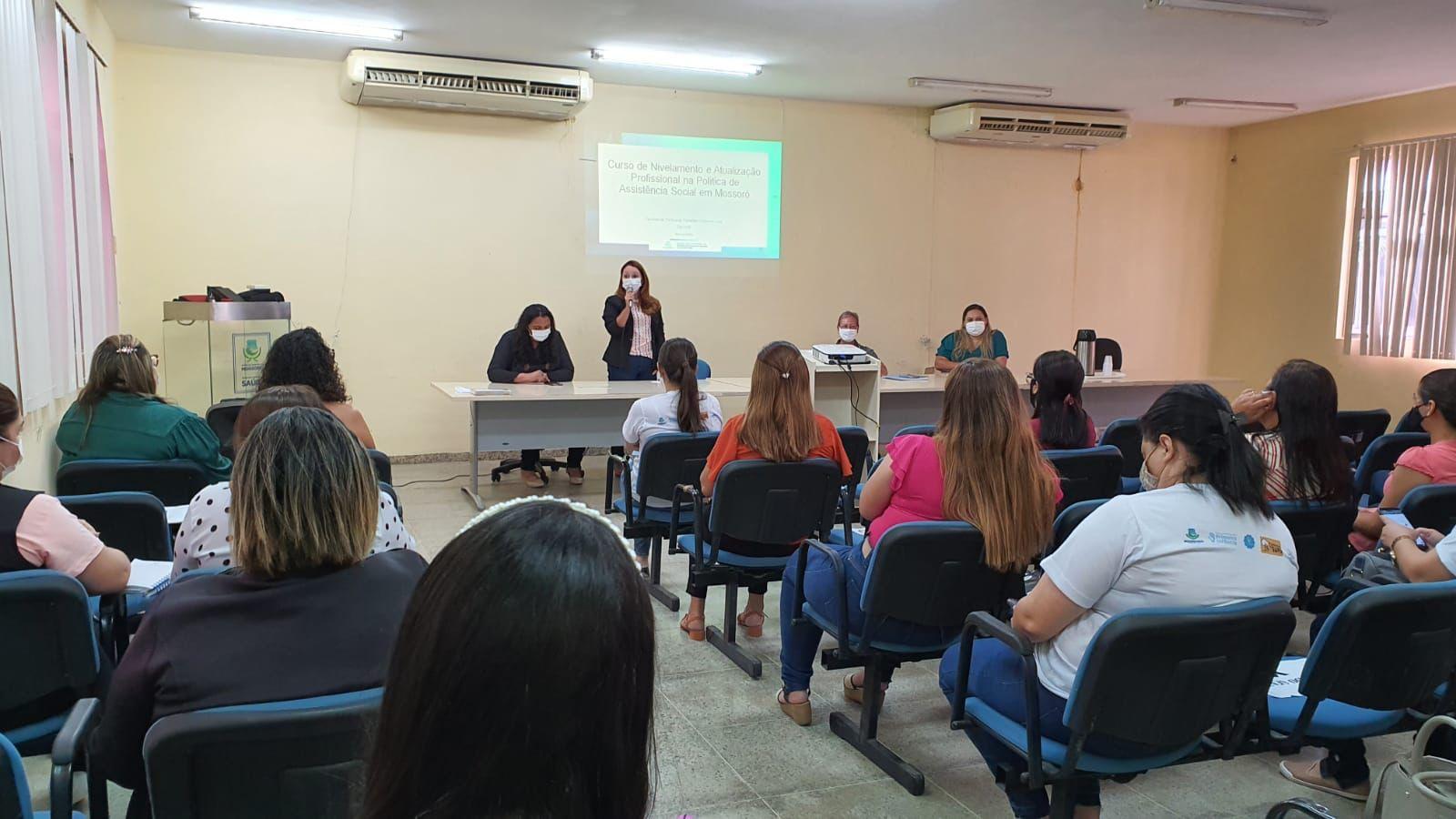 SMDSJ inicia curso de nivelamento e atualização para trabalhadores do SUAS