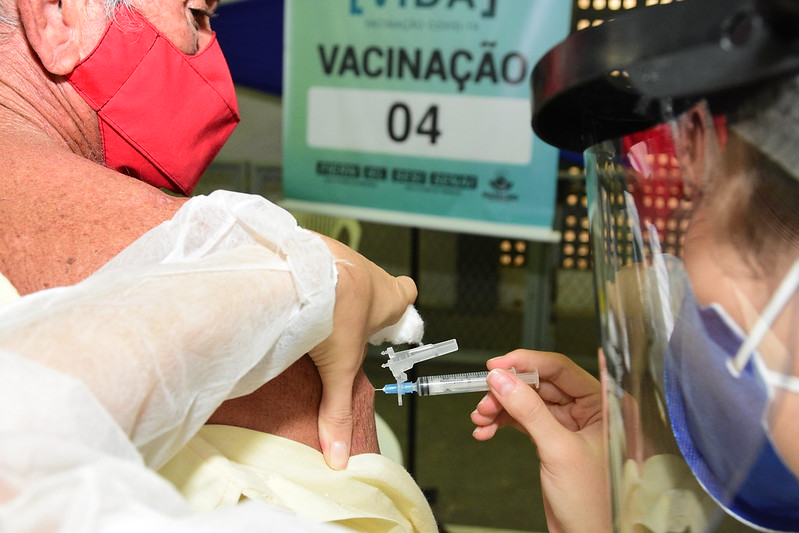 Vacinação com Astrazeneca será sábado no ginásio do SESI