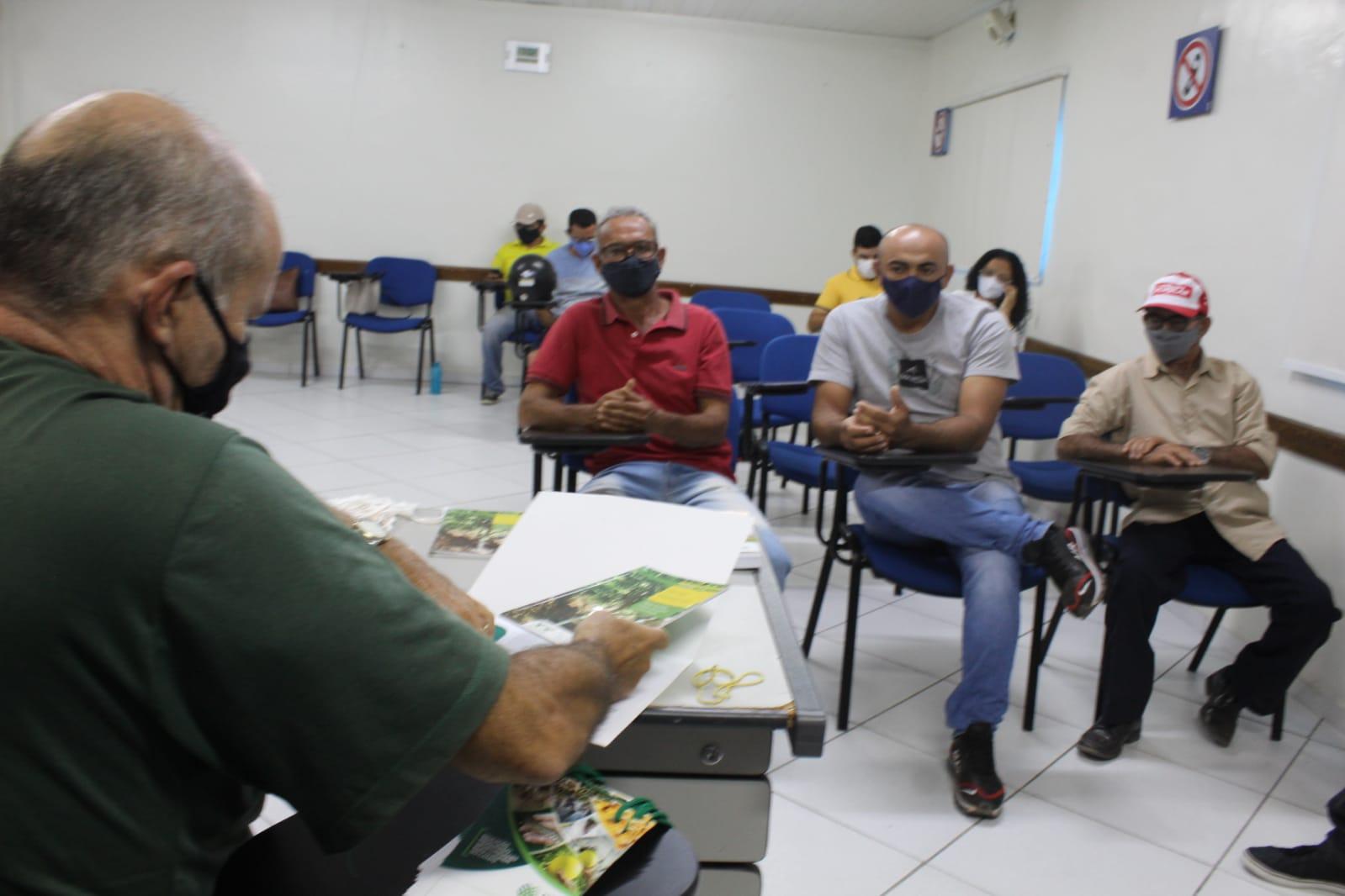 Curso capacita agricultores mossoroenses para poda e enxertia de cajueiro