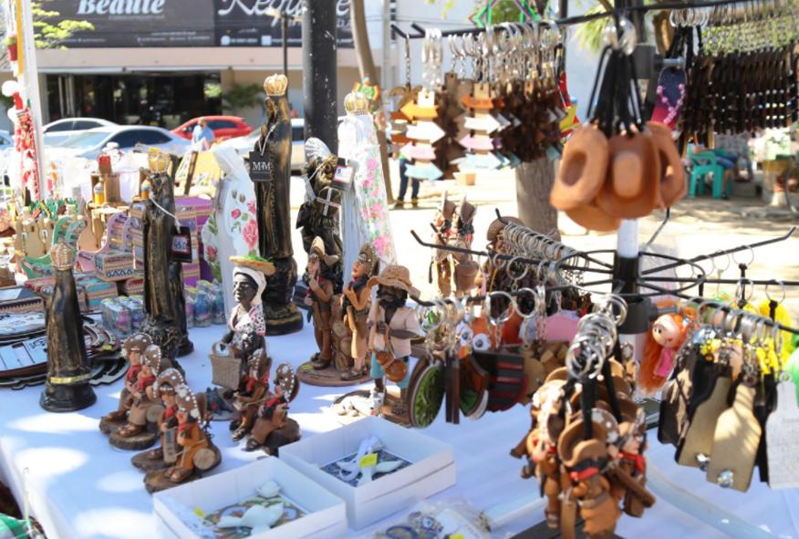 Artesãos comemoram retorno da Feirinha de Artesanato em Mossoró