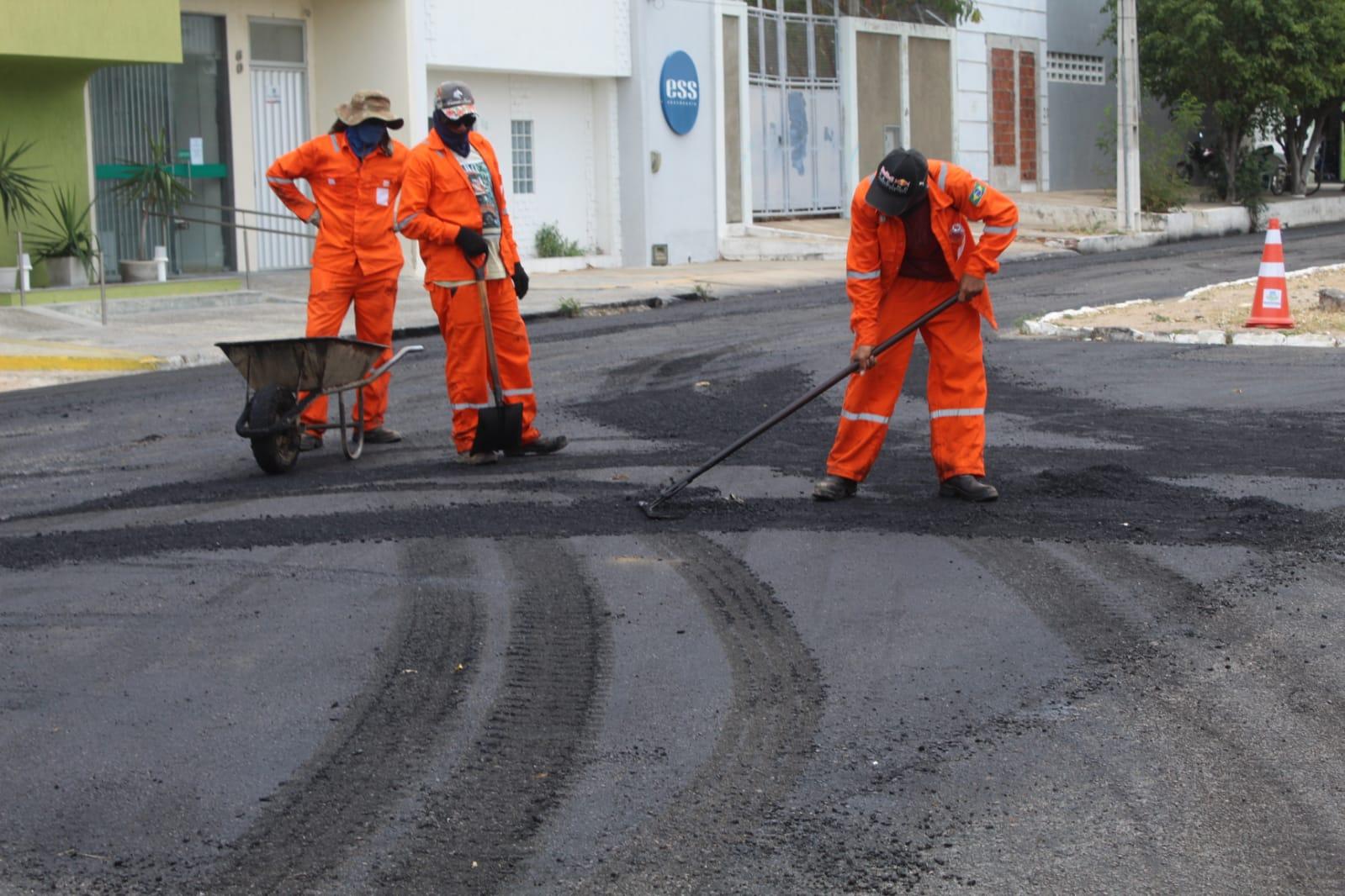 Recuperação do asfalto é realizada em ruas no entorno da Capela de São Vicente