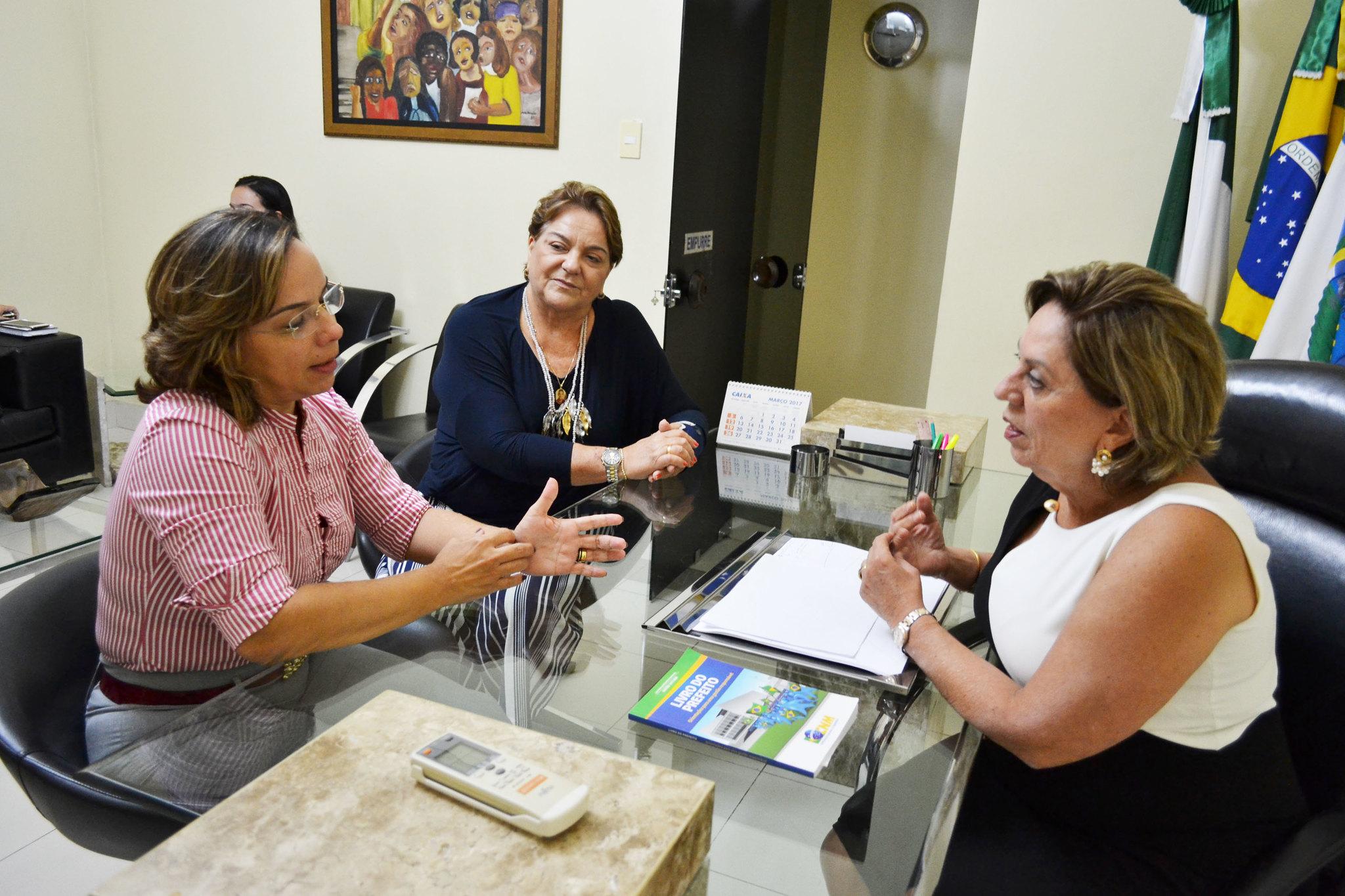 Prefeitura de Mossoró - Prefeita recebe a deputada Larissa Rosado