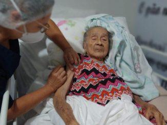 Vacinação domiciliar atende idosos acamados. Foto: cedida