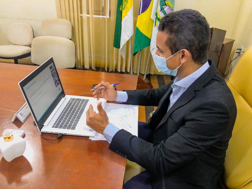 Prefeito Allyson em reunião remota com AeC nesta terça, 23 - Foto: Valéria Persali (Secom/PMM)